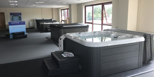 THE COMPLETE HOT TUB, SPA, ACCESSORY, SUPPLY AND SERVICE COMPANY