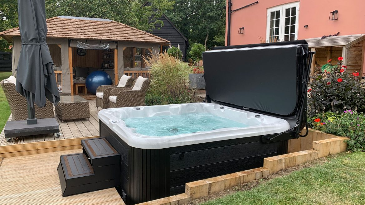 203-PKS 6 person hot tub